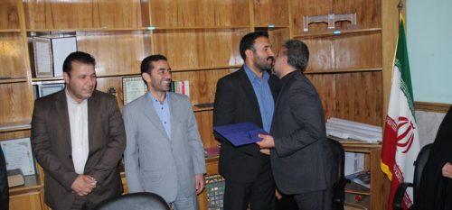 تقدیر شورا و شهردار از ریس اداره ورزش و جوانان به مناسبت هفته تربیت بدنی و ورزش