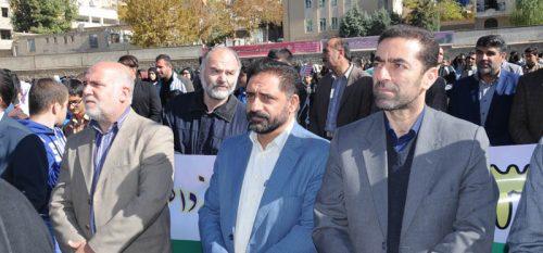 راهپیمایی با شکوه روز ۱۳ آبان در رودهن برگزار شد .