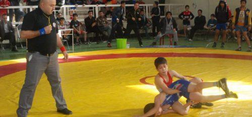 مسابقات کشتی یادواره شهدا در شهر رودهن برگزار شد